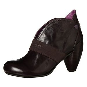 Jump for the people leather boots 10